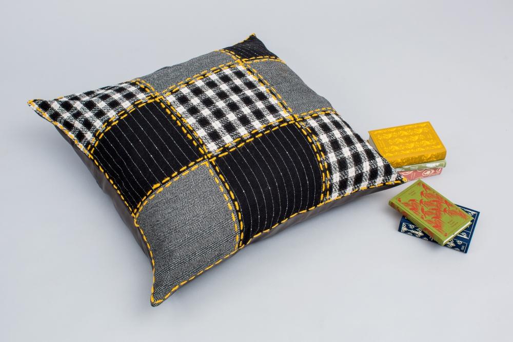 patchwork sitzkissen initiative handarbeit. Black Bedroom Furniture Sets. Home Design Ideas