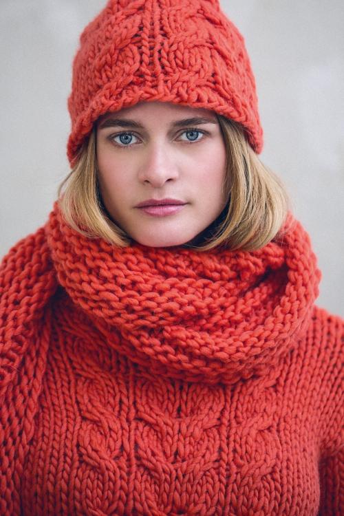 Mütze, Schal und Pullover - Initiative Handarbeit